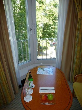 Grand Elysée Hotel Hamburg: Blick aus dem Fenster 231