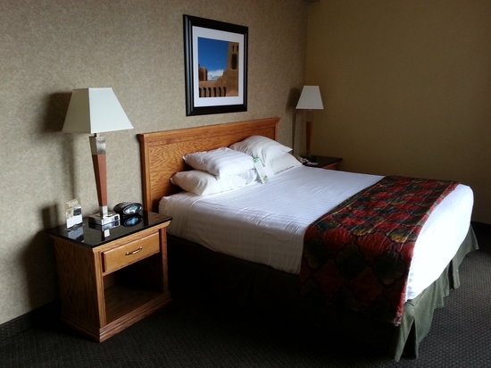 Drury Inn & Suites Albuquerque North: King Bed