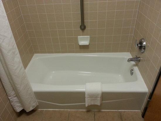 Drury Inn & Suites Albuquerque North : Bath Tub