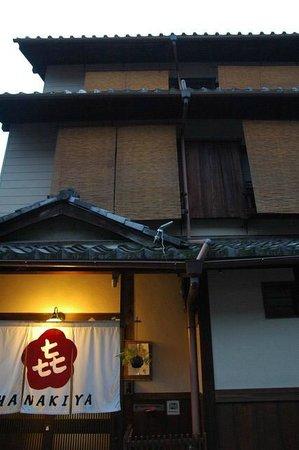 Hanakiya Inn : View outside the building