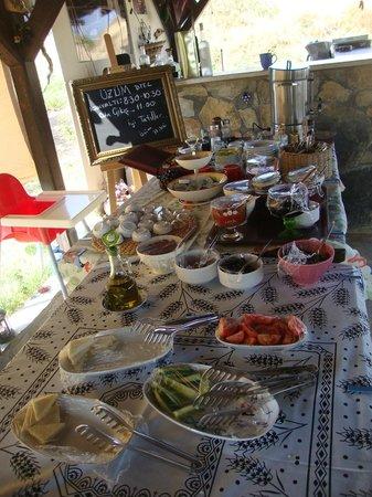 Uzum Hotel : reçeller,peynirler,domatesler,biberler