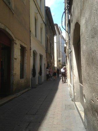 Hotel de L'Amphitheatre : The street