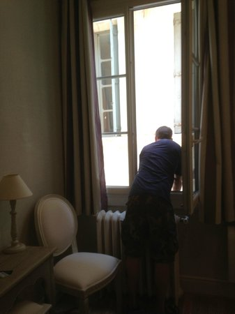 Hotel de L'Amphitheatre : Bedroom Number 1