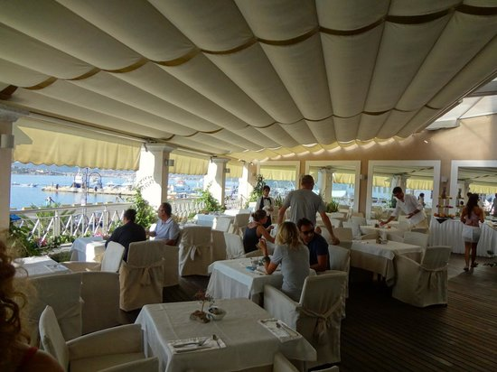 Hotel Excelsior: breakfast terrace during summer