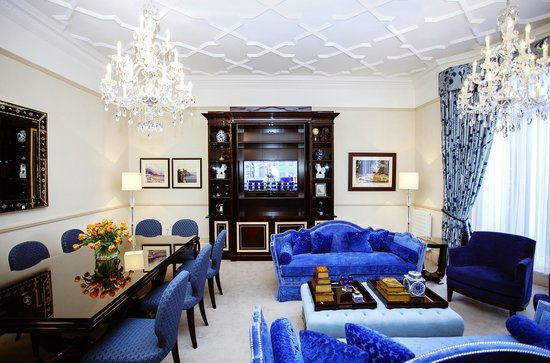 The Apartments by The Sloane Club: Large blue sitting room