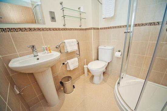 The Burlington Hotel: Shower Room