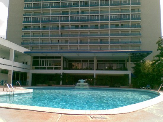 The Jamaica Pegasus Hotel: Poolside