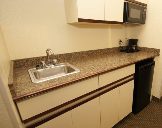 Comfort Inn & Suites: Kitchenette