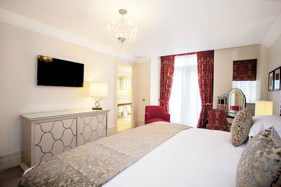 The Apartments by The Sloane Club: Large 1 bedroom en-suite, red scheme