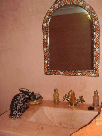 Riad Minorisa: salle de bain
