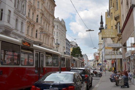 Hotel City Central: La strada dove è ubicato l'albergo