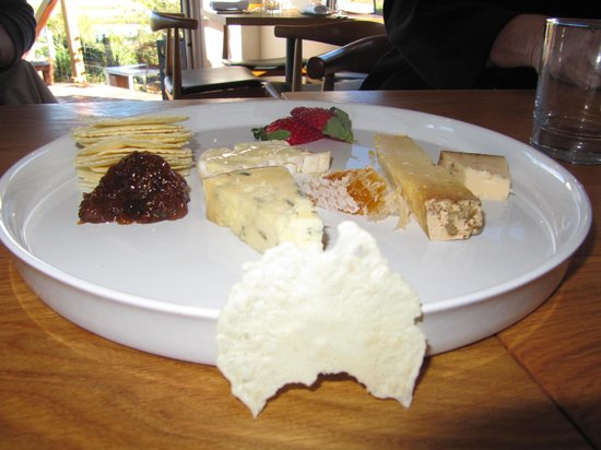 St Isidore: Cheese platter with the great australian bite!!!