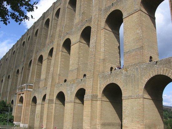 Ponti della Valle - Acquedotto Carolino: Ponti della Valle