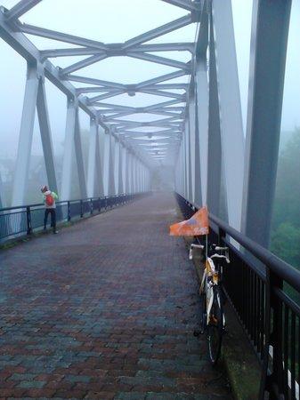 Shirogane Onsen Hotel : 單車與橋