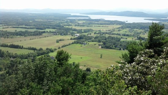 Inn at Charlotte Bed and Breakfast : View from Mt Philo