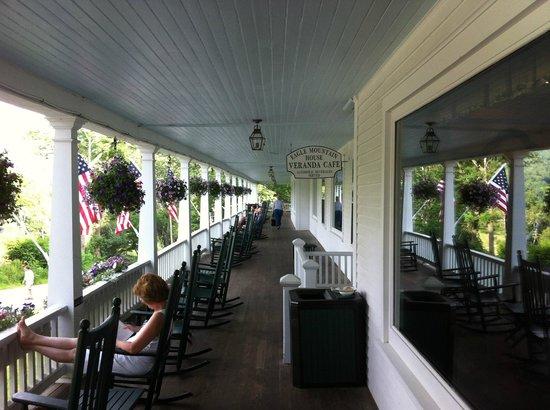 Eagle Mountain House & Golf Club: Porch
