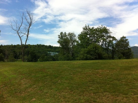 Eagle Mountain House & Golf Club: View from Golfcourse
