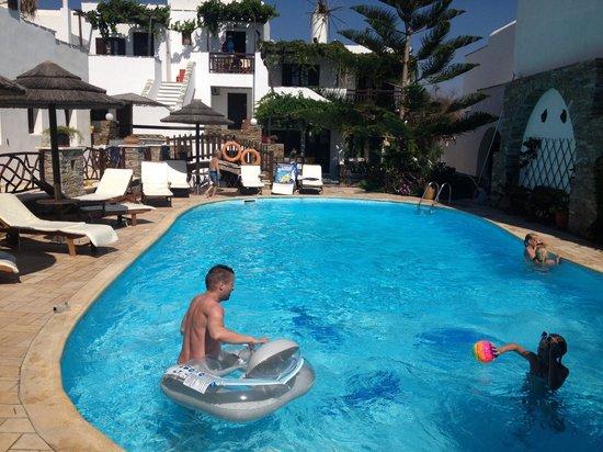 هوتل أنيموميلوس: The Swimming pool