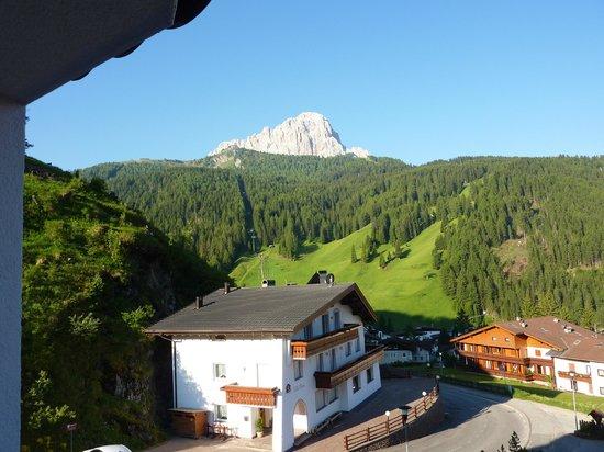 Hotel Condor: Blick zum Langkofel