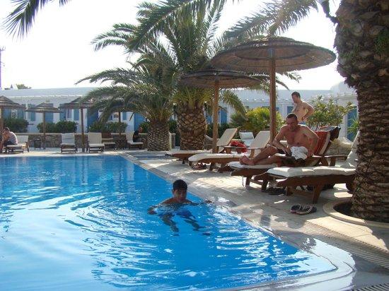 Petinaros Hotel: piscine
