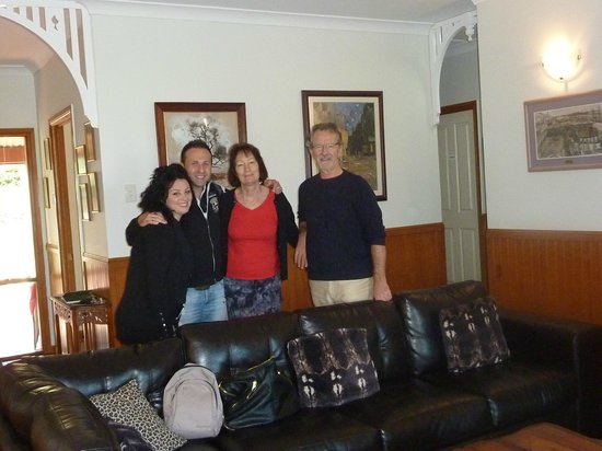 Avocado Grove B&B: con John e Sonia