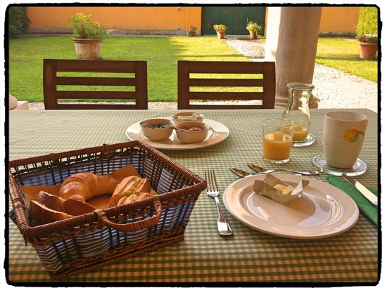 Guesthouse Castello Di Brusata : breakfast