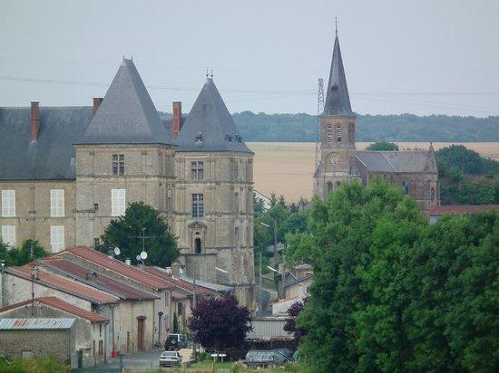Kasteel en kerk in Louppy-sur-Loison