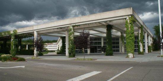 Cummins Inc  headquarters designed by Kevin Roche - Picture