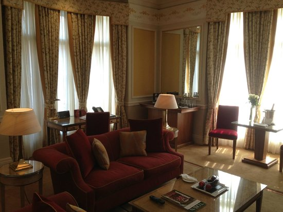 Claridge's: Lounge / office area