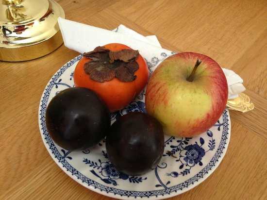 Begbroke, UK: Fruit in the room