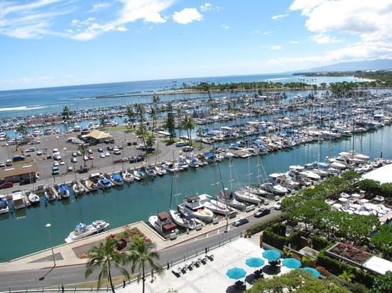 Ilikai Hotel & Luxury Suites: View from the lanai