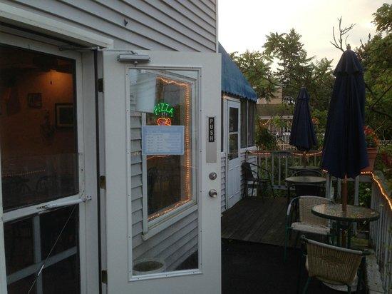 Indian Neck Pizza: Front Porch