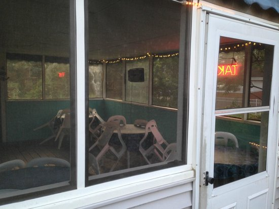 Indian Neck Pizza: Screened Porch for Dining