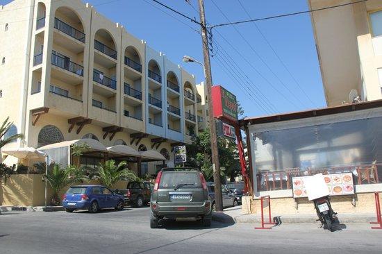 Litsa's Lefkoniko Beach Hotel : Лефконико Бич и пиццерия