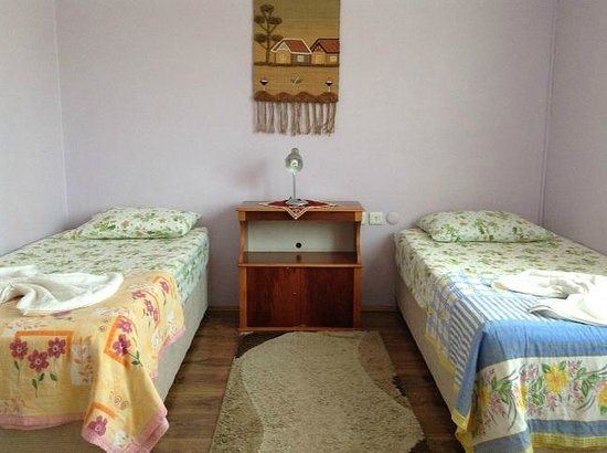 Nur Pension: Three beds room shared bathroom