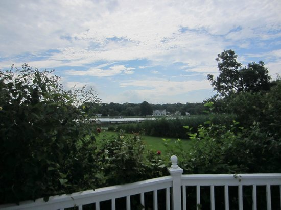 Waterfront Historic Kent Manor Inn: View of river
