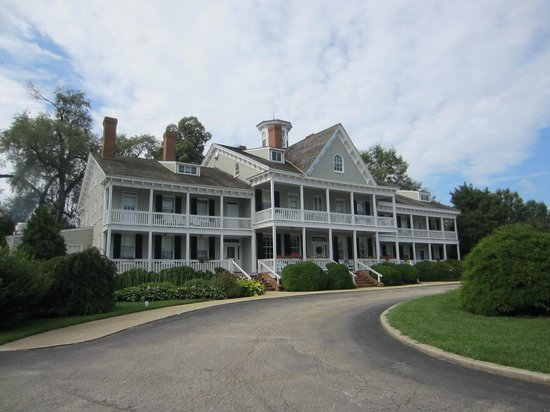 Waterfront Historic Kent Manor Inn : Another view of Manor