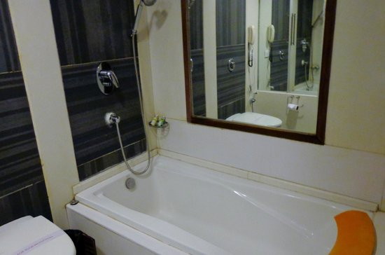 Hotel Aura: Premium Bathroom