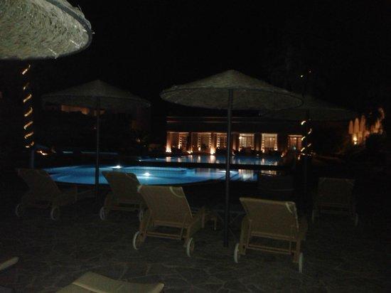 9 Muses Santorini Resort: Vista piscine