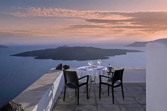 Aigialos Hotel: Dinner at Authentic Santorinià Residences terrace