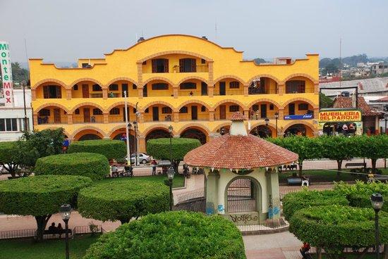 Acayucan, المكسيك: Fachada del Hotel Arcos del Parque
