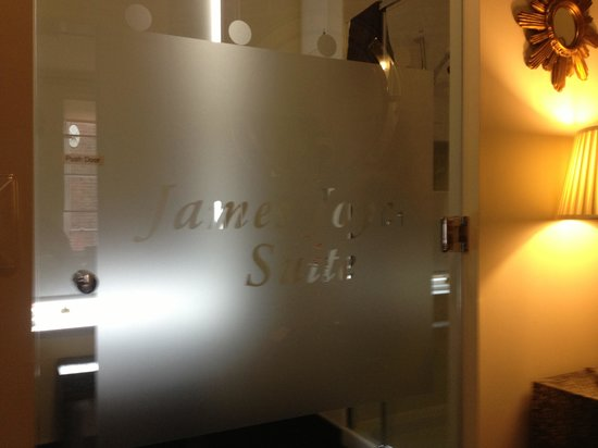 The Merchant House: James Joyce Suite