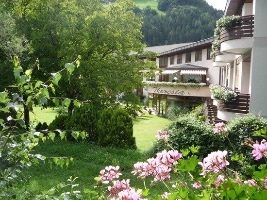 Hotel Theresia: altro scorcio del giardino