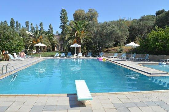 Hotel Kyriaki: Poolområde