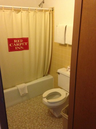 Red Carpet Inn: RCI Bathroom