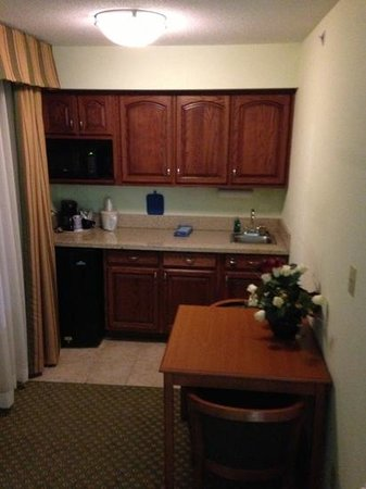 Holiday Inn Express Madison: king suite room kitchenette