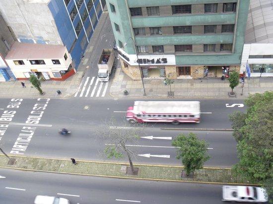 San Agustin Riviera Hotel: 11階の客室から、「危険??」と言われた大通り(夕方) PART2