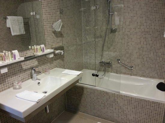 Art Hotel Kalelarga : The bathtub