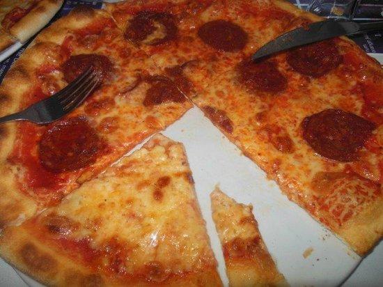 Pizza del diavolo picture of la porta di taormina - La porta del diavolo ...