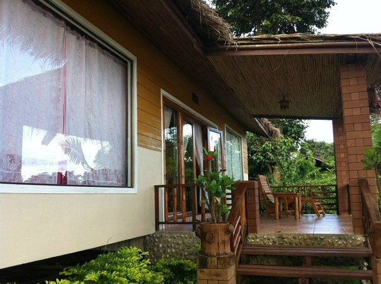 Apple House: Family River Villa